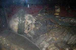 V Trenčianskych Bohuslaviciach ležia pozostatky Adeodata od roku 1764