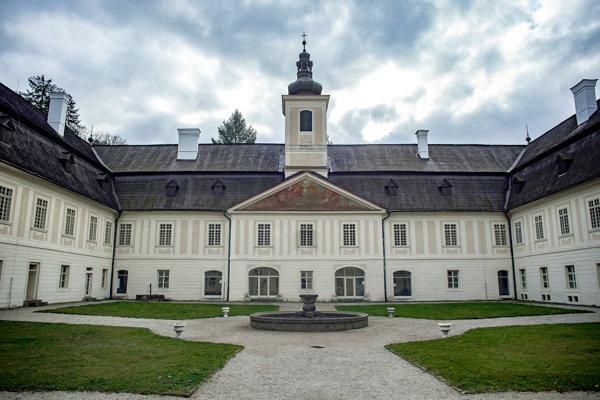 Kaštieľ vo Svätom Antone - nádvorie.