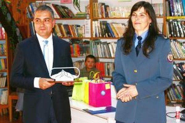 Taliansky fotograf Guido Andrea Longhitano a Eva Krajčiová, riaditeľka Okresného hasičského a záchranného zboru v Liptovskom Mikuláši.