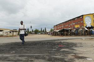 Zimbabwe trápi nedostatok pohonných hmôt. Vláda preto cez víkend rozhodla o vyše dvojnásobnom zvýšení ceny benzínu a nafty.