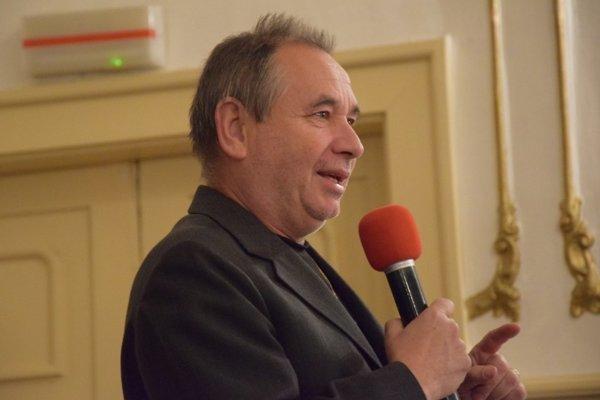 István Csák, dlhoročný vedúci oslavujúceho súboru.
