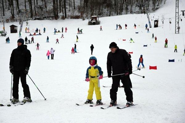 Jahodná sa na návštevníkov sťažovať nemusí. Pomáhajú i lyžiarske zájazdy.