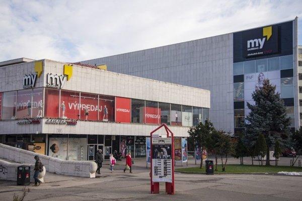 Obchodný dom na Kamennom námestí v Bratislave.
