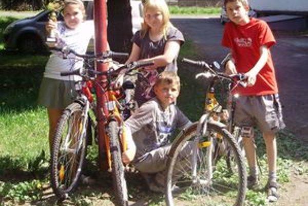Žiaci z Pribyliny vyhrali súťaž Na bicykli bezpečne už po šiestykrát. Postúpili do krajského kola, odkiaľ si doteraz vždy priniesli pohár za tretie miesto.