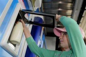 Mlieko z automatov ľudia stále vyhľadávajú. Kombinuje v sebe výživné látky a výhodnú cenu