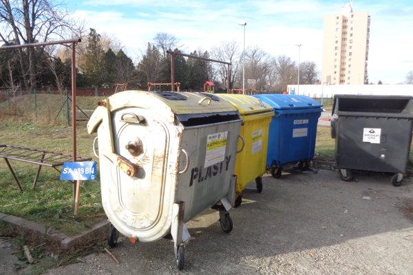 Radnica plánuje aj doplnenie avýmenu poškodených kontajnerov na sídliskách.