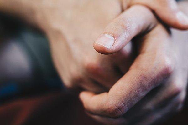 Dotyk cudzích rúk vníma mozog odlišne.