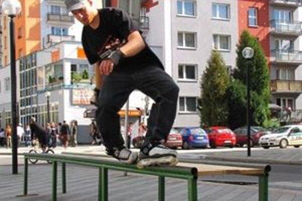Skateboardisti už budú môcť trénovať v skateparku a nie na ulici, kde niektorým ľuďom prekážali.