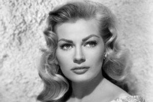 Hoci by sa mohlo zdať, že autorka dostala meno po slávnej herečke, hviezde Felliniho Sladkého života Anite Ekberg, nie je to celkom tak.