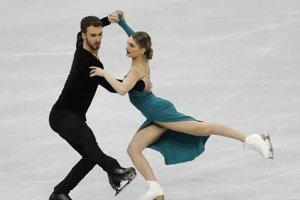 Zľava: Guillame Cizeron a Gabriella Papadakisová z Francúzska počas svojej jazdy na majstrovstvách Európy v bieloruskom Minsku 25. januára 2019.