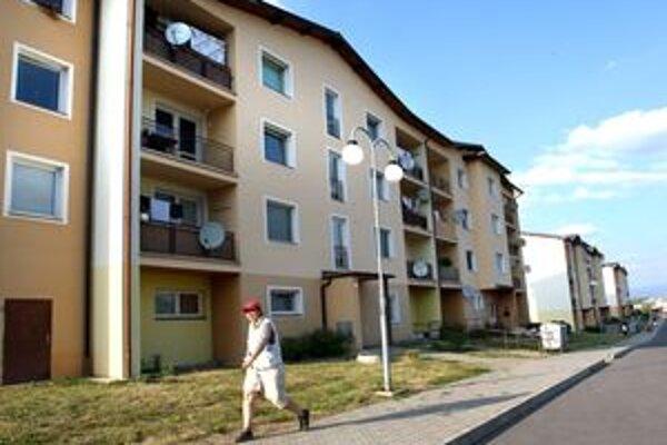 Nájomníkom mestských bytov sa nepáči, že stoeurová zábezpeka je na účte bytového podniku. Chcú ju späť.