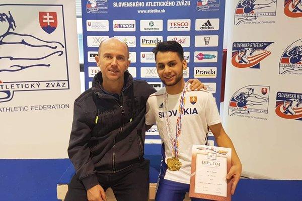 Šťastný majster Slovenska Daniel Kováč s trénerom Petrom Mečiarom.