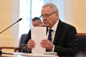 Kandidát na post ústavného sudcu SR Peter Kresák počas vypočutia Ústavnoprávnym výborom Národnej rady SR.