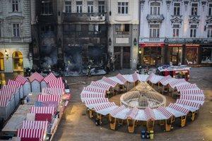 Na Hlavnom námestí vypukol 28. novembra 2018 popoludní na vianočných trhoch v jednom zo stánkov požiar a rozšíril sa na priľahlú budovu.