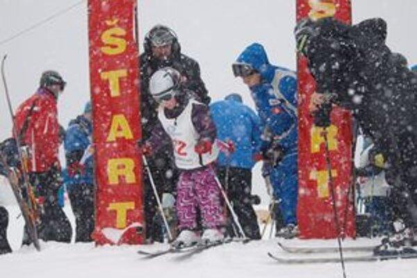 Vo veternom počasí a za stáleho sneženia na Málinom Brde súťažilo takmer sto detí.