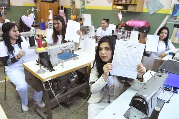 Odovzdávanie polročného výpisu známok a zhodnotenie experimentálneho prijímania žiakov s ľahkým stupňom mentálneho postihnutia v elokovanom pracovisku SOŠ technickej na Luníku IX v Košiciach