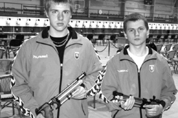 Hrádockí strelci. Na fotografii zľava Juraj Adamov a Peter Baláž.