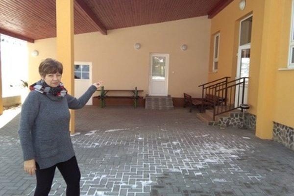 Na snímke starostka obce Anna Triznová pred novovybudovanou kuchyňou