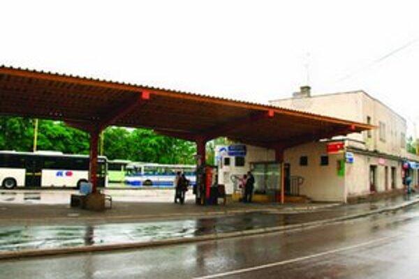 Stanica nevytvára prívetivý vstupom do mesta.