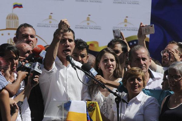Guaidó zložil prísahu ako úradujúci prezident 23. januára počas masových demonštrácií.