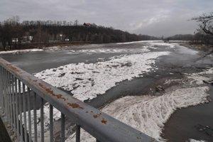 V okrese Bardejov hrozí povodeň z topiaceho sa snehu a dažďa.