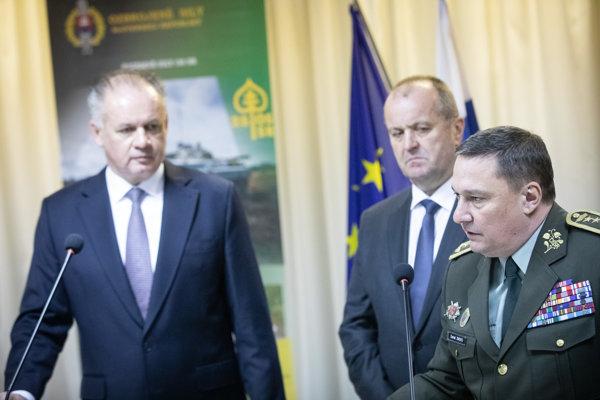 Prezident SR Andrej Kiska, minister obrany SR Peter Gajdoš a náčelník Generálneho štábu OS SR Daniel Zmeko.
