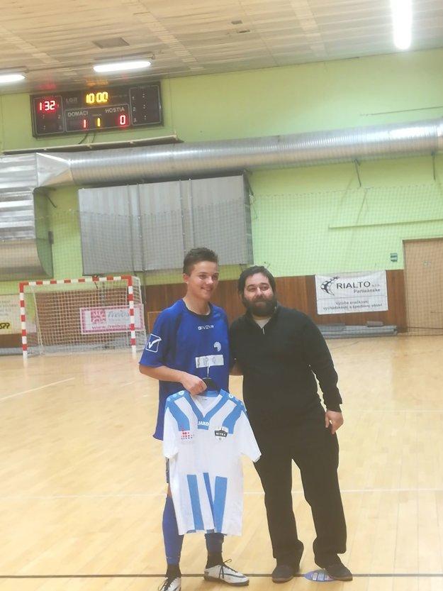 Najlepší strelec turnaja Viktor Brida (vľavo) a hlavný organizátor turnaja Štefan Bilas.