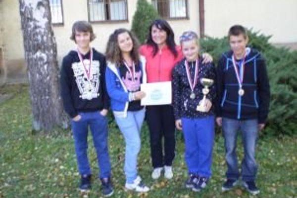 Členovia víťazného družstva: Nikola Salvová, Darina Urbanová, Sebastián Šooš, Viliam Trizna.