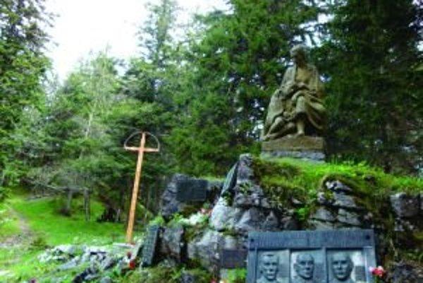 Symbolický cintorín na Stodôlkach je druhým najstarším na Slovensku, hoci oficiálne ho otvorili len pred dvoma rokmi.