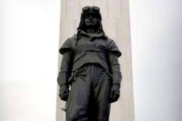 Takáto socha Štefánika je v Bratislave.