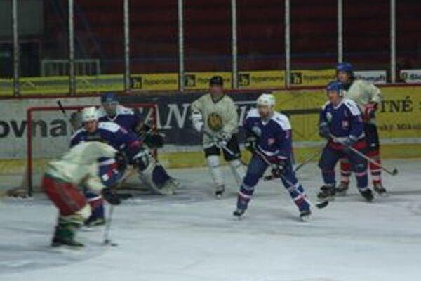 Na druhom ročníku turnaja si zmerali sily tri tímy veteránov.