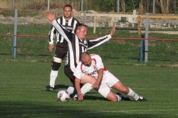 Regionálne súťaže, ktoré riadi Liptovský futbalový zväz, sa cez víkend nehrajú.