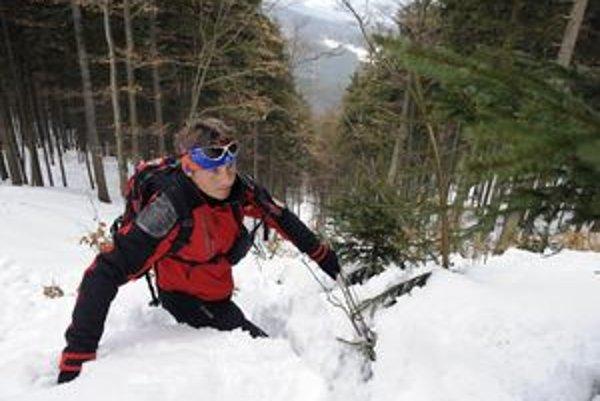 Ojedinelý výskyt lavín je možný pri mechanickom zaťažení mierne spevnenej snehovej pokrývky.