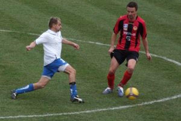Pitoňák (vpravo) v klube skončil pre nepresvedčivé výkony.