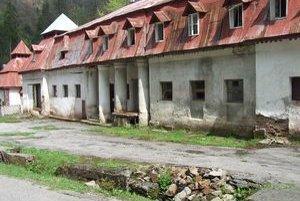 Kúpeľné domy v Korytnici si pamätajú aj iné časy. V súčasnosti všetky chátrajú, vytratili sa z nich pacienti aj práca pre domácich obyvateľov.