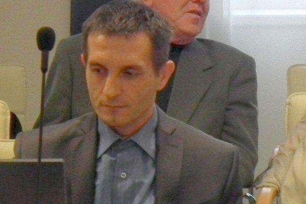 Ján Kvasnička diskutoval na sociálnych sieťach podľa poslancov nevhodným spôsobom.