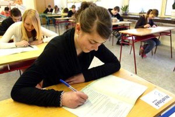 Od začiatku školského roka musia byť v triedach základných a stredných škôl podľa zákona štátne symboly.
