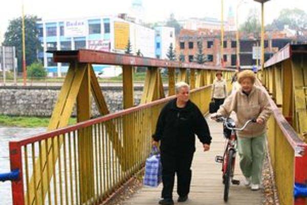 Predajňa by mala pomôcť hlavne ľuďom v hmotnej núdzi a s nízkymi príjmami. K nim patria aj mnohí dôchodcovia.