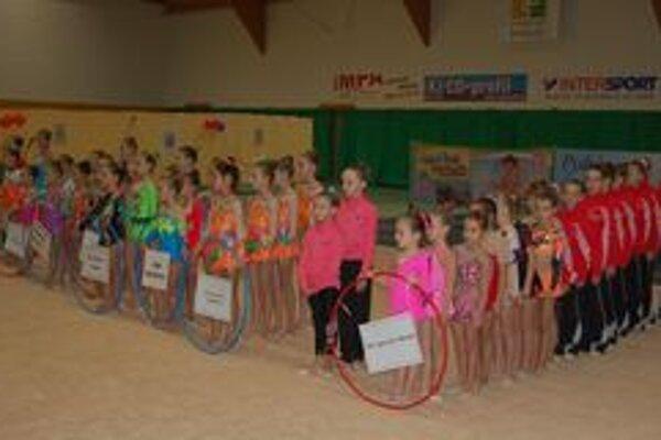 Na súťaži o Pohár Liptova v modernej gymnastike sa predstavili pretekárky zpiatich krajín.
