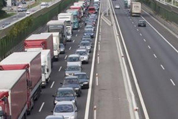 Na ceste z Ružomberka na Oravu by mal pribudnúť pomalý pruh pre nákladné automobily.