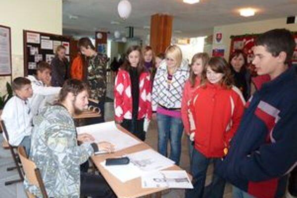 Škola prezentuje svoju činnosť a aktivity aj na dňoch otvorených dverí, ktoré pravidelne poriada.