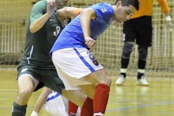 Na pozvanie trénera černovských dorastencov Martina Jančiho do telocvične ZŠ Klačno zavítalo päť dorasteneckých tímov.