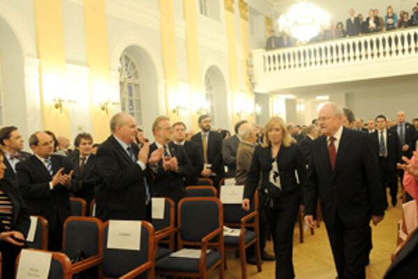 Odovzdávanie sa konalo za účasti prezidenta Ivana Gašparoviča a premiérky Ivety Radičovej.