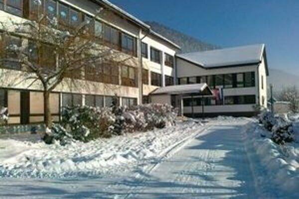 Škola v Liptovskej Osade nie je posledným objektom napojeným na kotolňu spaľujúcu biomasu.