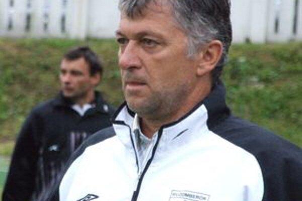 Trénerom ružomberskej rezervy je bývalý výborný brankár Laco Molnár.