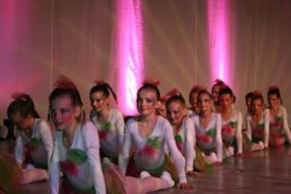 Tanečný klub Jessy Vavrišovo získal na majstrovstvách Slovenska viacero ocenení. S choreografiou Sochári obsadil prvé miesto v kategórii dance show formácie.