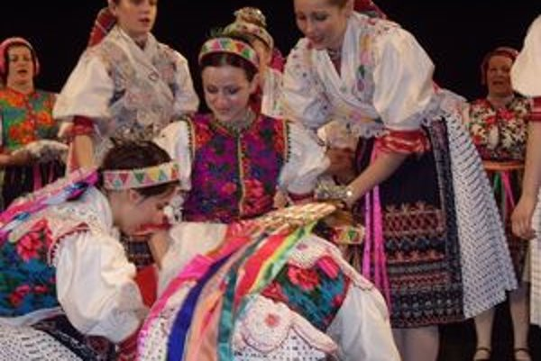 Cenu za vynikajúcu interpretáciu piesní získala folklórna skupina Kečera z Jakubian za vystúpenie Svadba.
