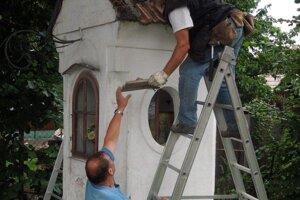 Kaplnku opravovali dobrovoľníci z Necpál.