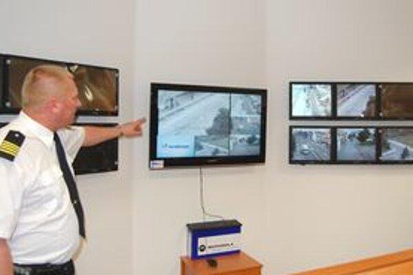 V nových priestoroch majú mikulášski mestskí policajti aj nový kamerový systém.