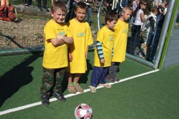 Radosť z nového viacúčelového ihriska majú aj deti vo Vyšnej Boci.